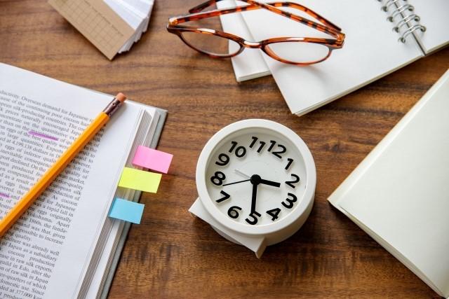 塾の時間について解説|営業時間や小中高校生の時間割・帰宅時間など